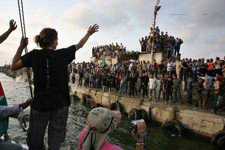 kapal anti blokade ini berulangkali menerobos penjagaan Israel di wilayah laut Palestina dan laut internasional, untuk mengirim obat2an, doktor dan wartawan langsung ke Jalur Gaza